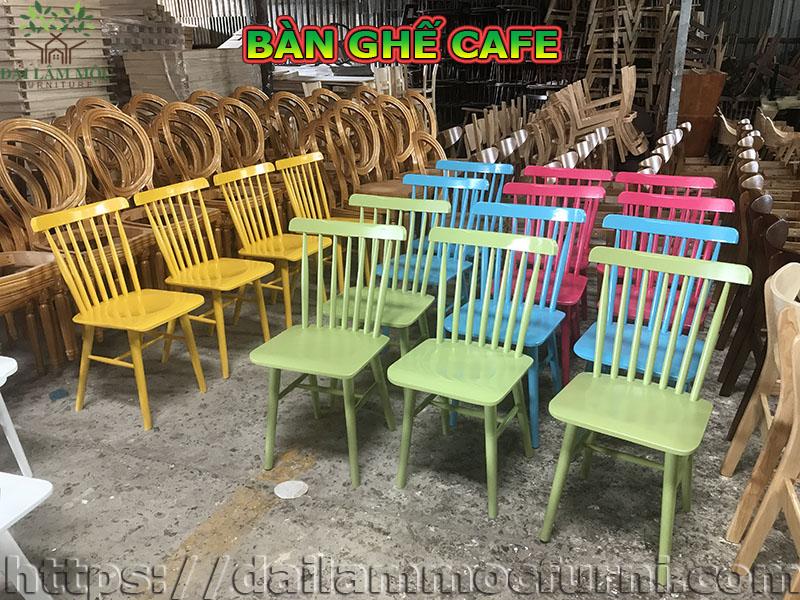 ban-ghe-cafe-cac-loai-duoc-nhieu-nha-dau-tu-lua-chon