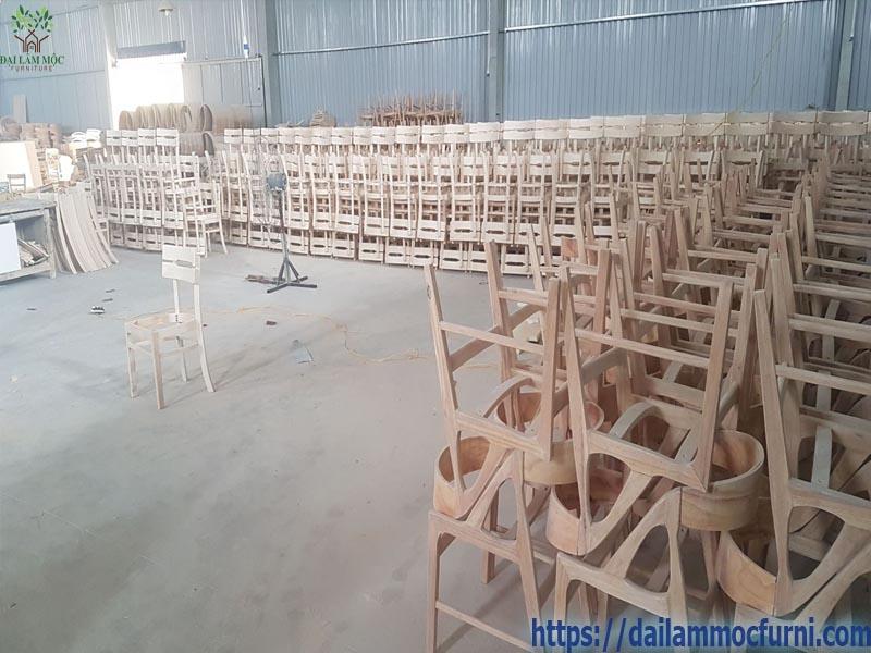 xuong-san-xuat-gia-cong-ban-ghe-xuat-khau-1